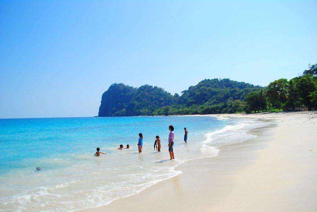 Pantai Pasir Panjang Pulau Sangiang