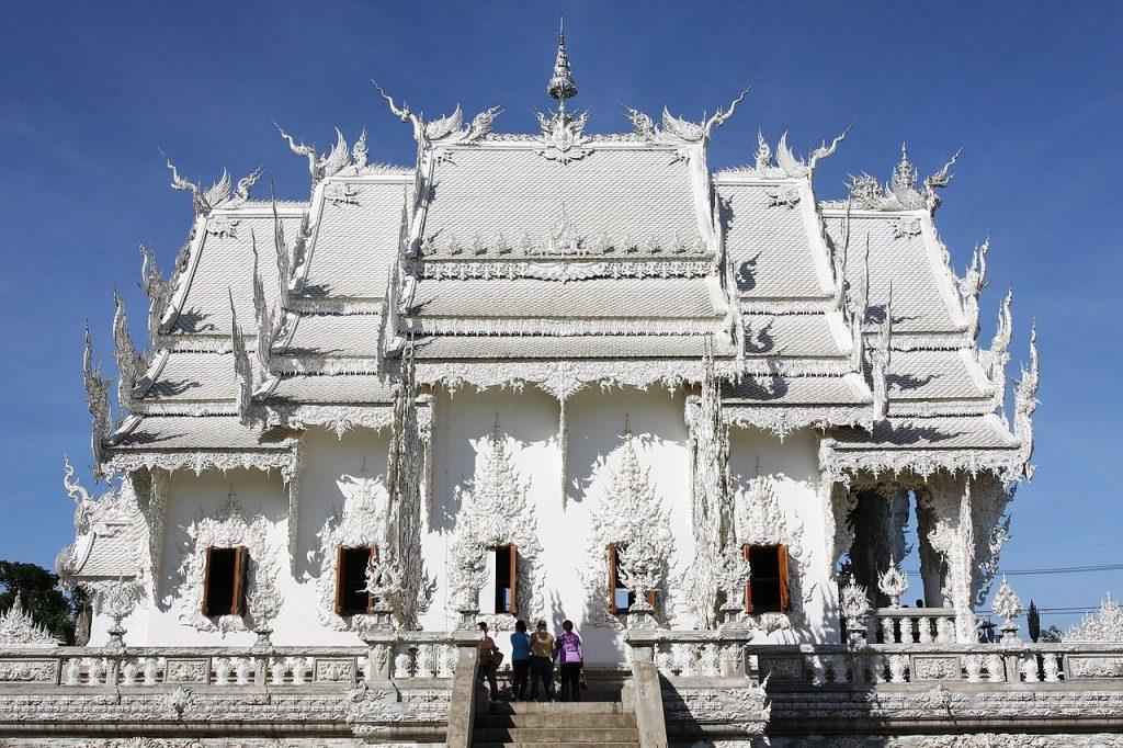 Wisata Kuil Wat Rong Khun