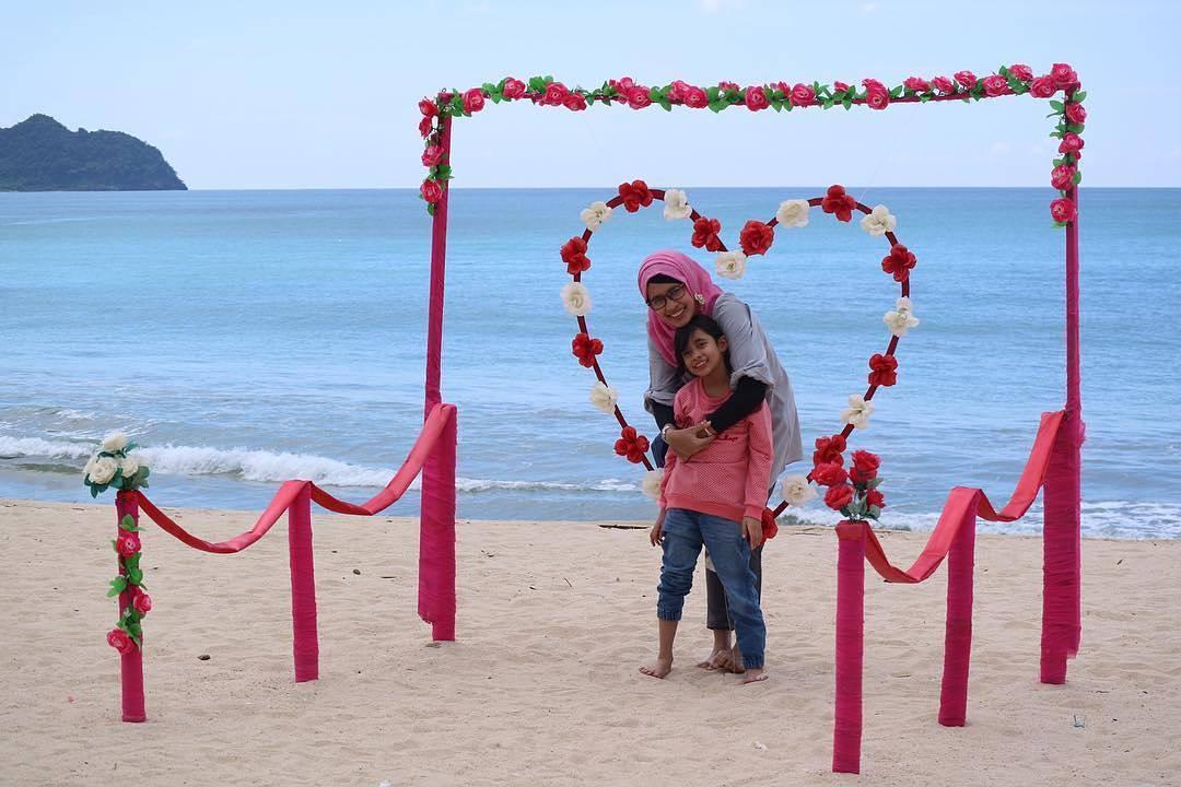 wisata Pantai Lhoknga