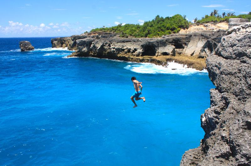 Lompat Tebing di Nusa Ceningan
