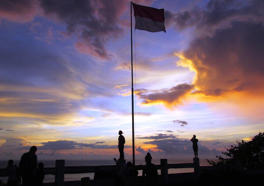 sunset tugu nol kilometer