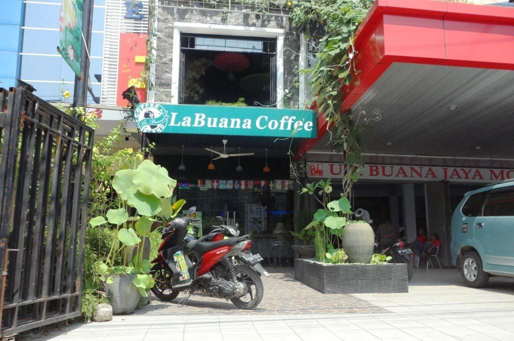 Nongkrong Di LA BUANA CAFE DAN RESTO
