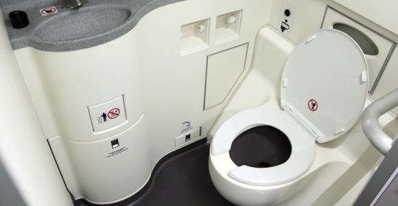 Toilet Di Pesawat