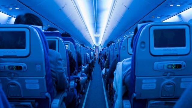 lampu kabin di pesawat