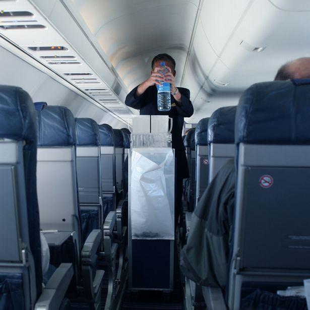 minuman di kabin pesawat