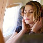 3 Tips Ampuh Untuk Kurangi Sakit Telinga Saat di Pesawat