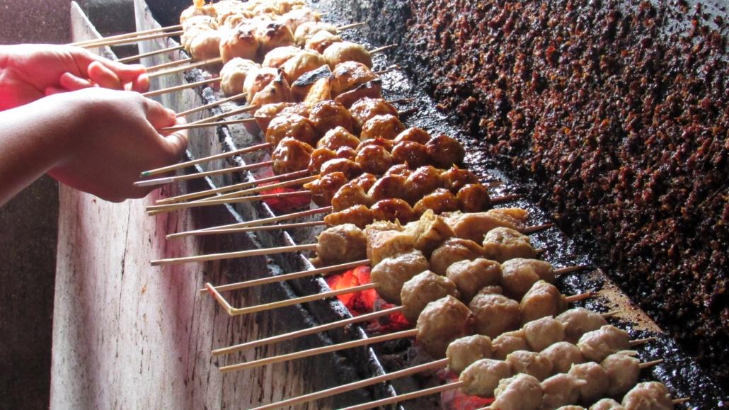 Wisata Kuliner Bakso Mahkota Yang Populer Di Pantai Parangtritis Yogyakarta