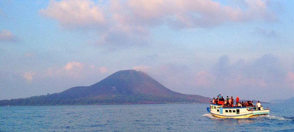 Menikmati Keindahan Alam Indonesia Di Wisata Krakatau Yang Seru