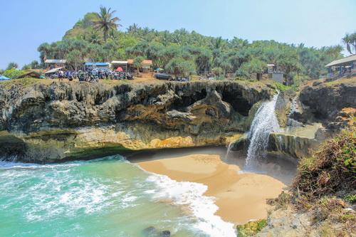 Menemukan 7 Lokasi Wisata Pantai Jawa Yang Eksotis Dan Mengagumkan 5